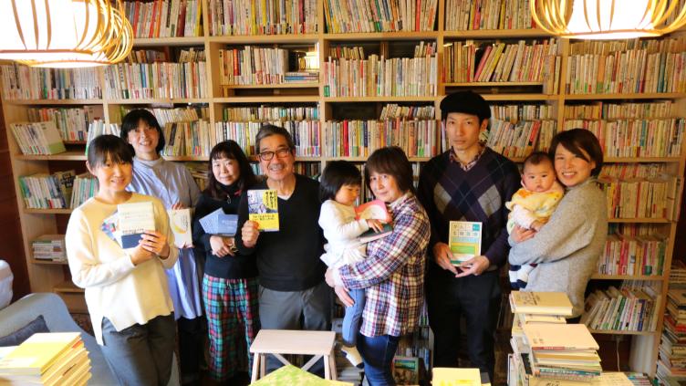 人生を分厚くしてくれる7000冊  ~伊豆半島に闘病記図書館「パラメディカ」を訪ねて~